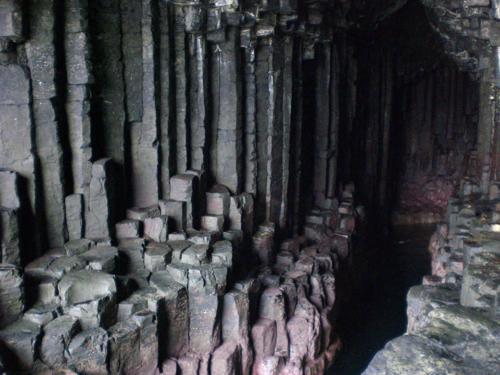Peştera lui Fingal, Scoţia, detaliu care surprinde coloanele de bazalt