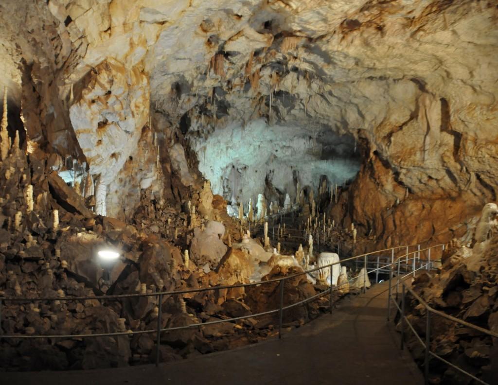 Peștera Urșilor, pasarela turiștilor