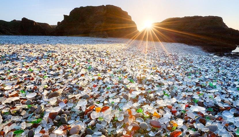 Plaja de sticlă, California.