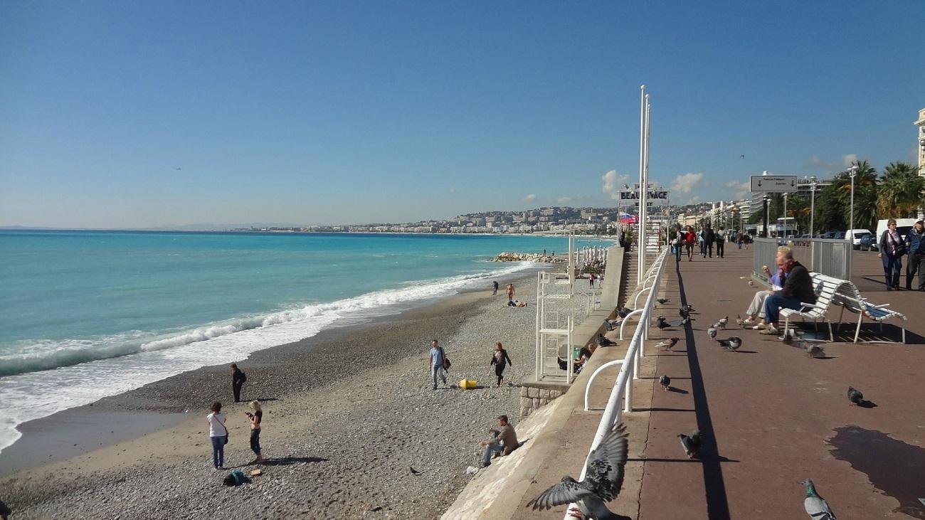 Plajele din Nisa facilitează practicare unei multitudini de activităţi