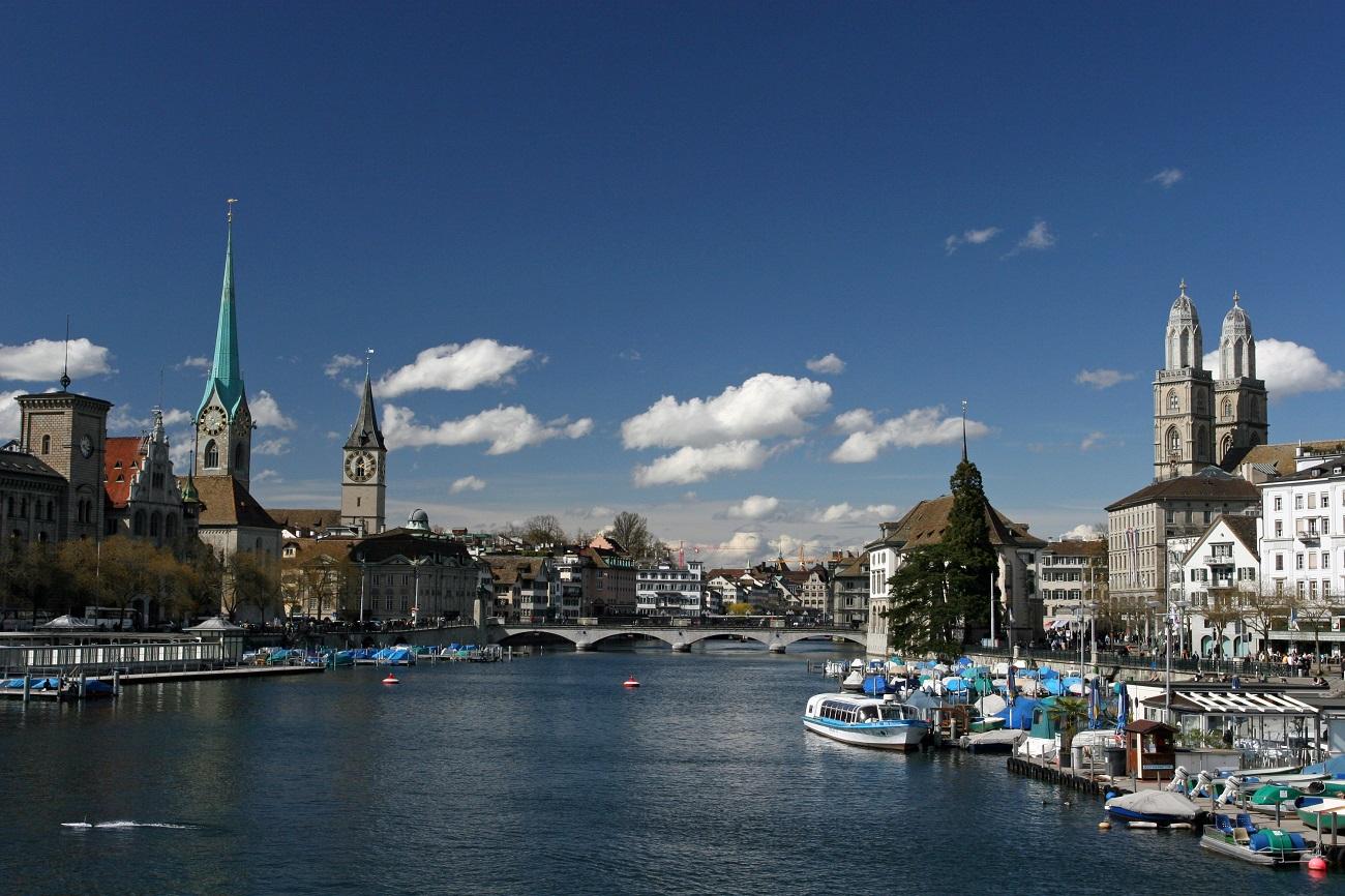 Plimbările pe Râul Zurich dezvăluie o panoramă superbă a oraşului