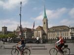 Plimbările pe bicicletă sunt o bună opţiune pentru că aşa poţi vedea oraşul într-un timp mai scurt