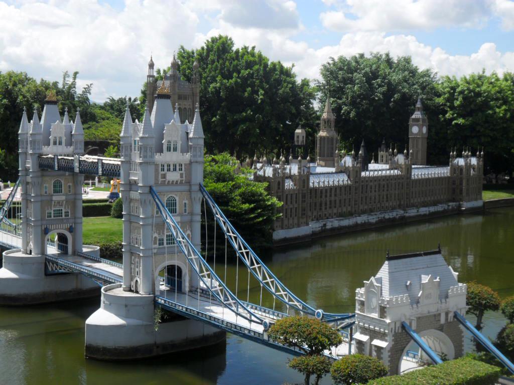 Podul Londrei și alte atracții din Capitala Angliei