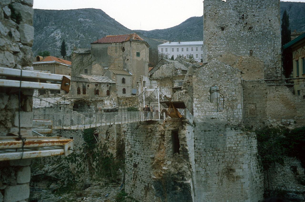 Podul temporar improvizat până la reconstruirea Podului Stari Most