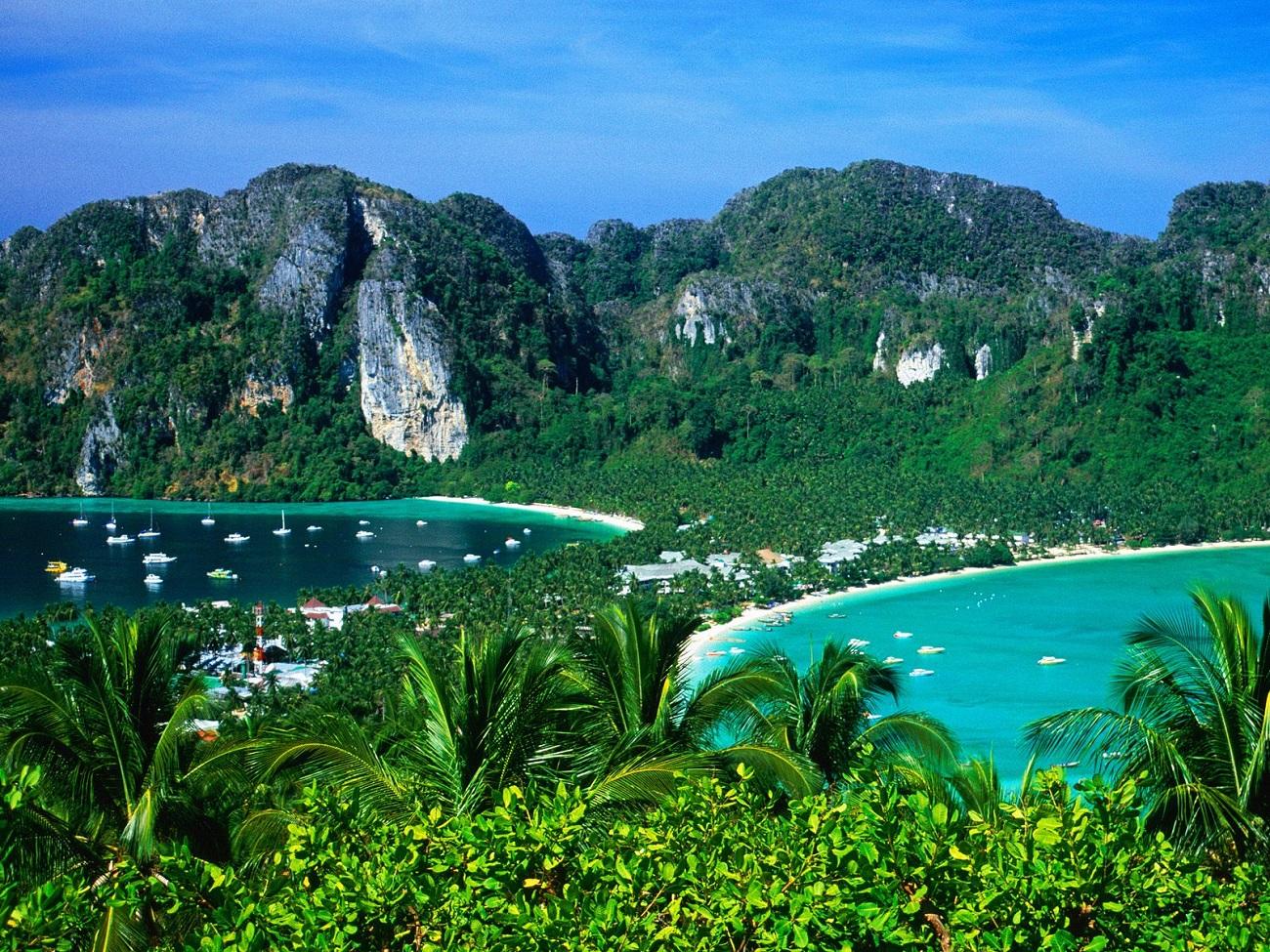 Priveliştea Insulelor Ko Phi Phi de la înălţimi