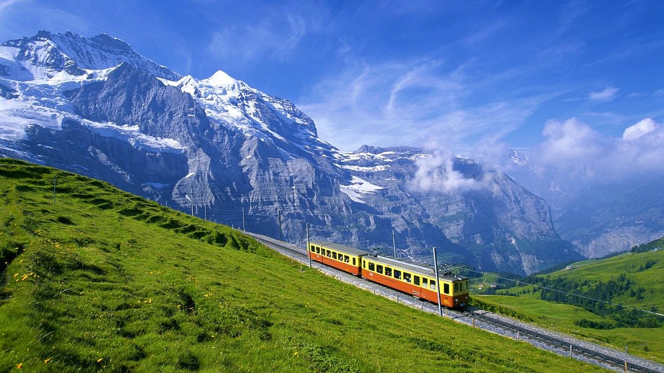 Reţeaua de tramvaie din Alpşii elveţinei facilitează accesul la înălţimi