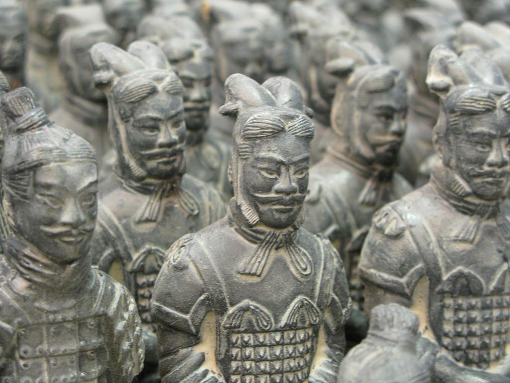 Replici ale războinicilor de teracotă vândute pentru turiști