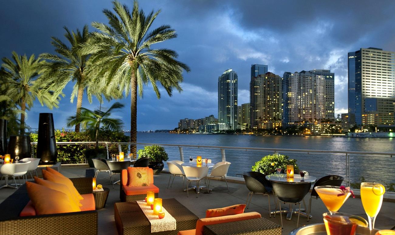 Restaurant luxos, de noapte din Miami