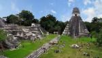 Ruine din Belize şi o multitudine de turişti veniţi să admire frumuseţea lor