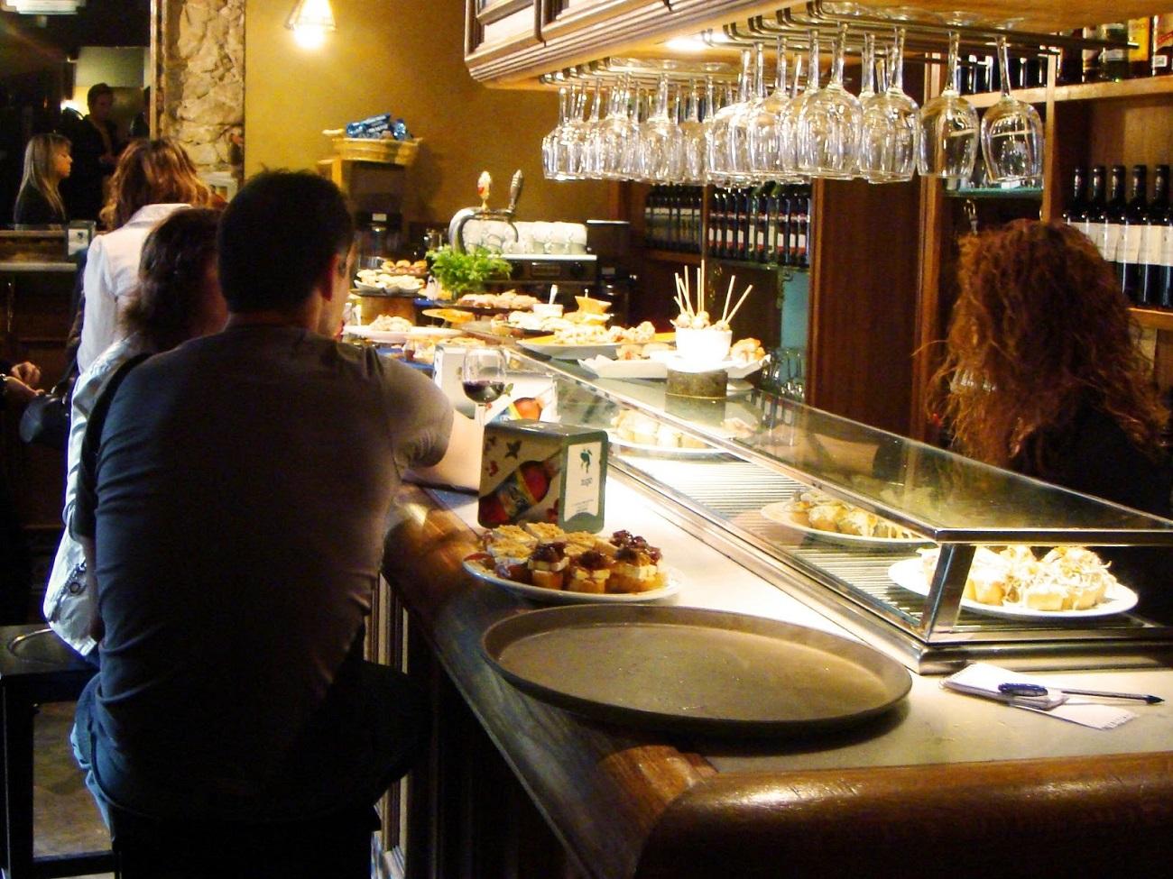 Seara, barurile şi restaurantele din Utrecht se supraaglomerează