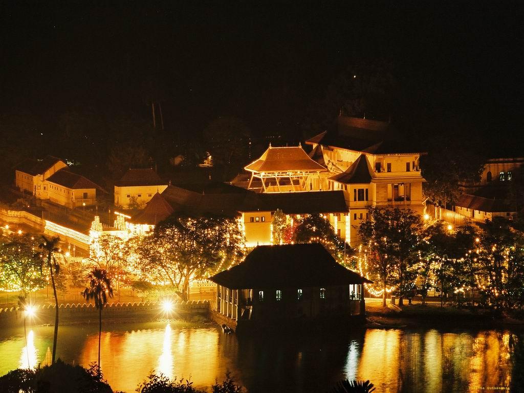Sri Lanka, templu noaptea