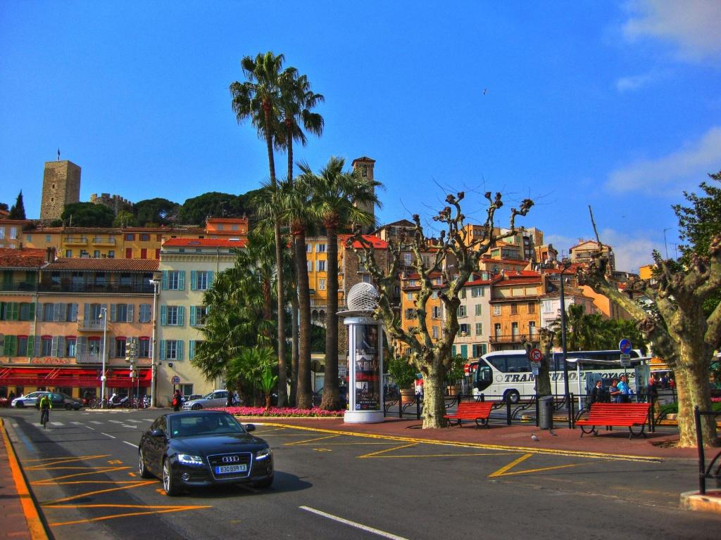 Străzile de la Cannes sunt o oportunitate pentru promenade lungi