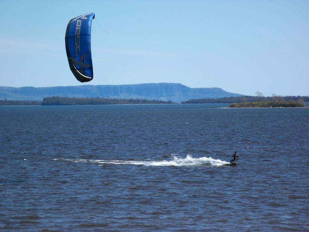 Surfing pe apele Lacului Superior, America de Nord