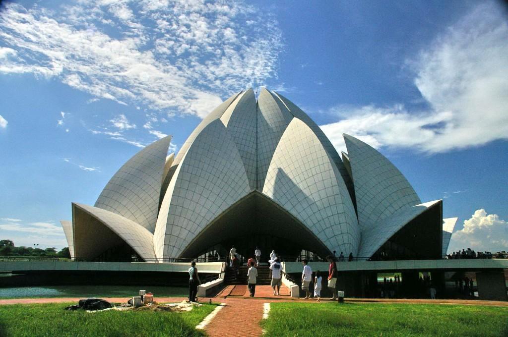Templul Lotusului, un loc unde toate religiile sunt acceptate