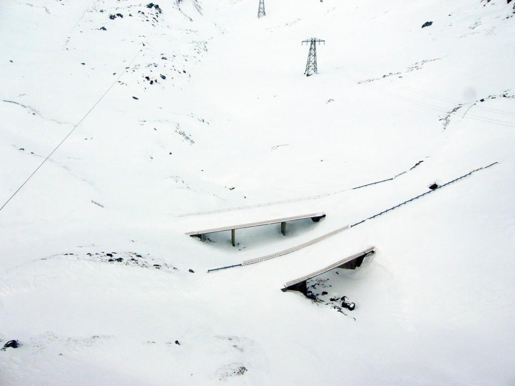 Transfăgărășanul iarna, îngropat în zăpadă