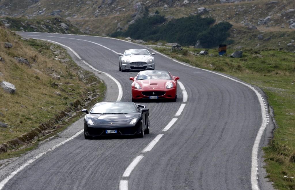 Transfăgărășanul, rulând cu stil, mașinile celor de la Top Gear