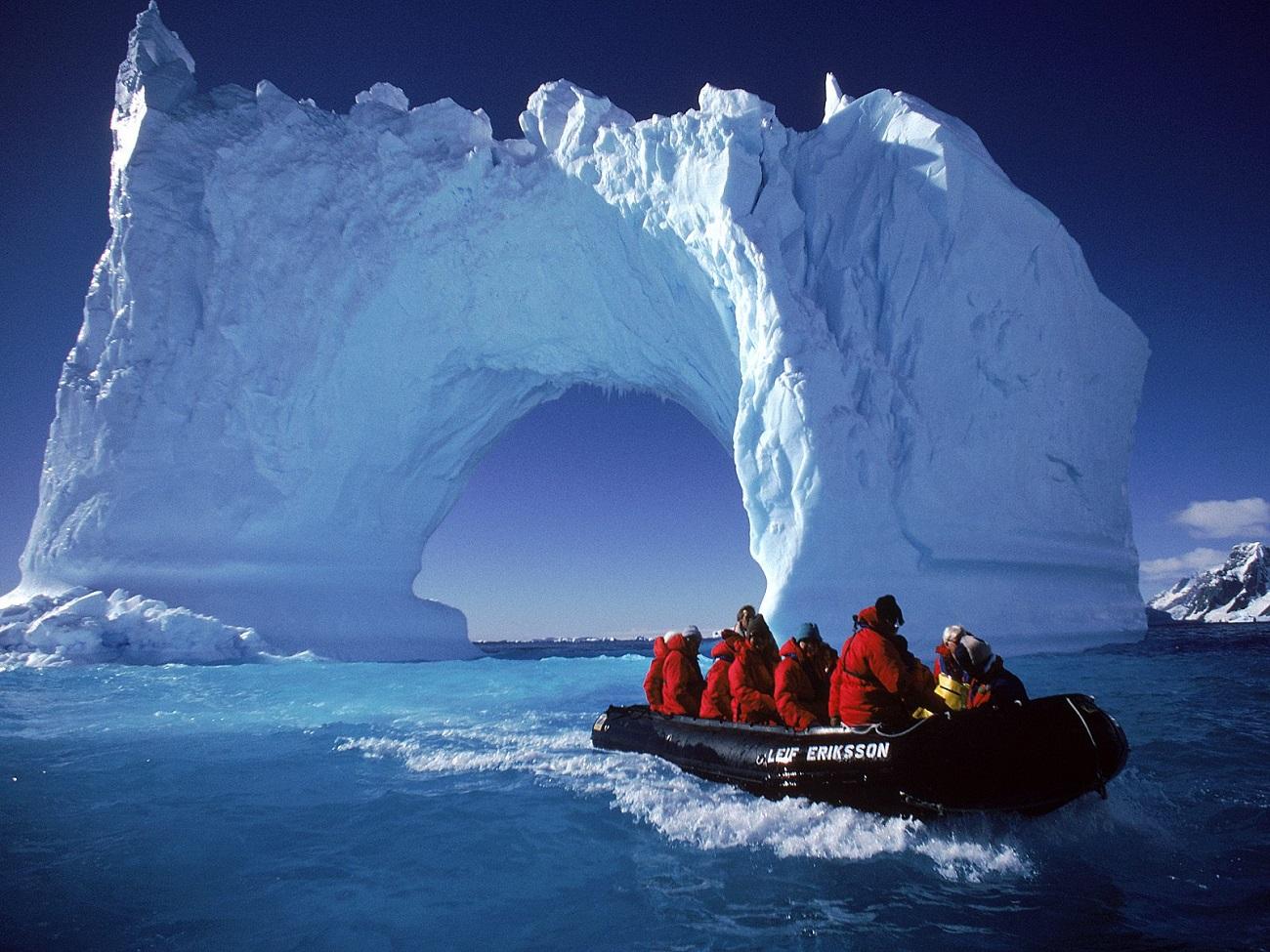 Turişti în Antarctica