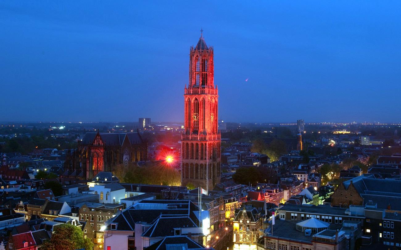 Turnul Catedralei Saint Martin este cel mai bun reper al oraşului