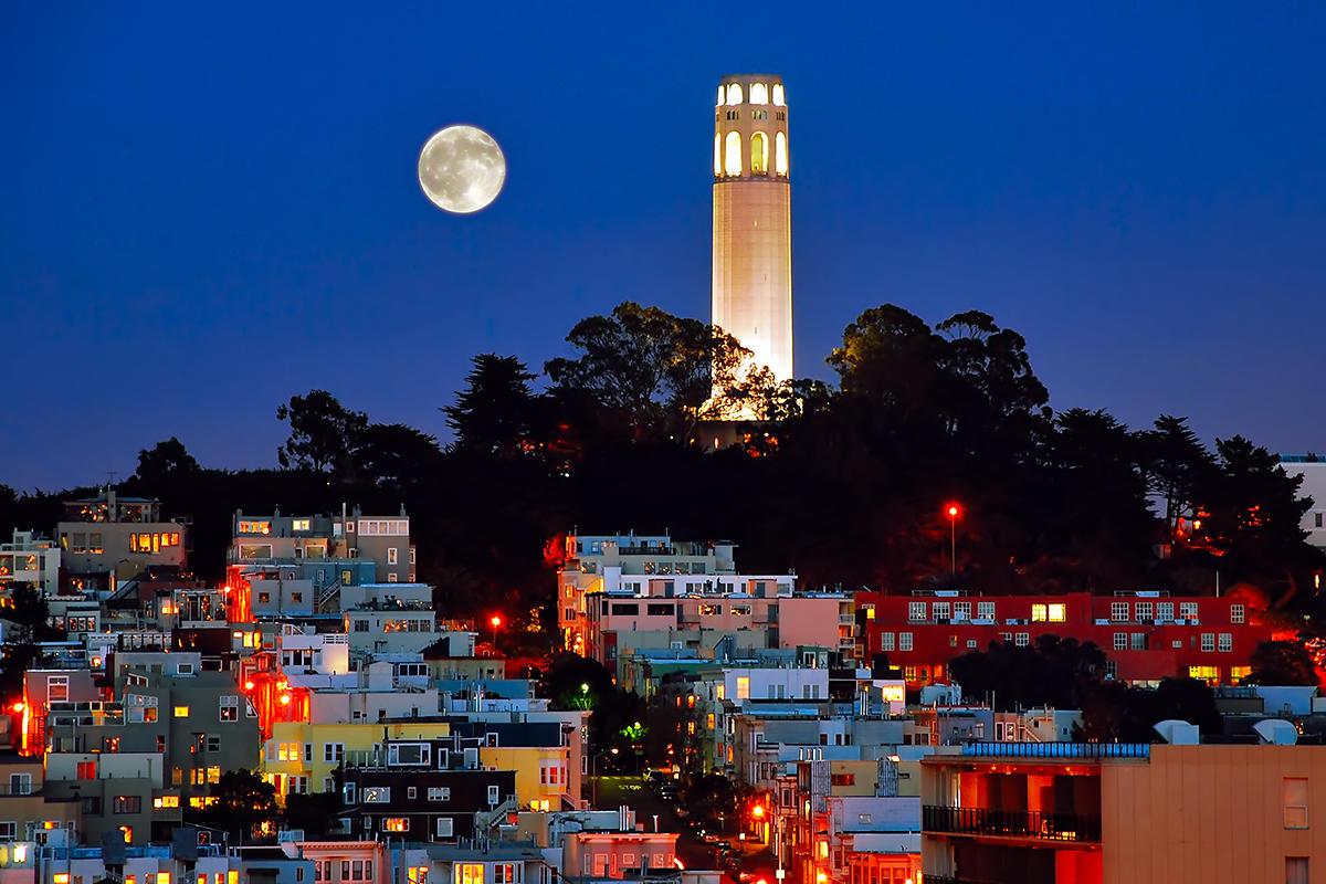 Turnul Coit, locul care oferă o panoramă superbă a oraşului San Francisco