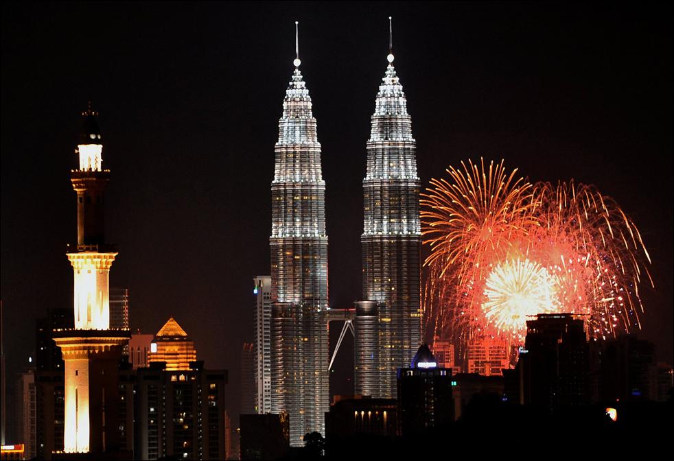 Turnurile Petronas în seara Anului Nou, Kuala Lumpur