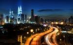 Turnurile Petronas se remarcă în imaginea de ansamblu a oraşului Kuala Lumpur