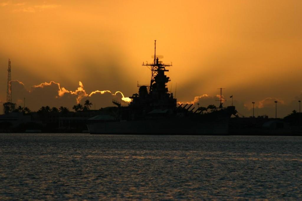 USS Missouri la apus