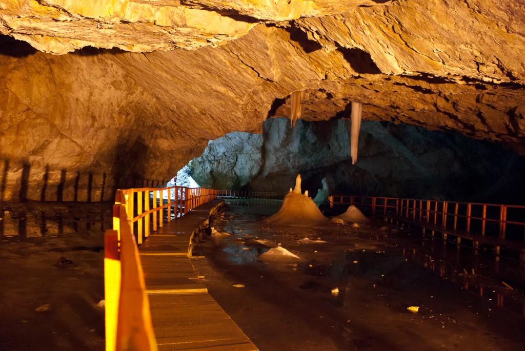 Peștera Ghețarul de la Scărișoara