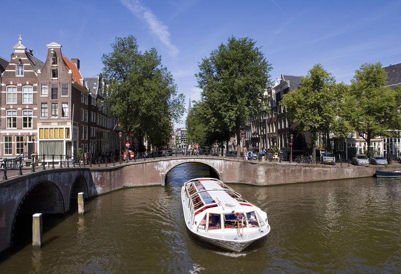 Vas de croazieră pe canal