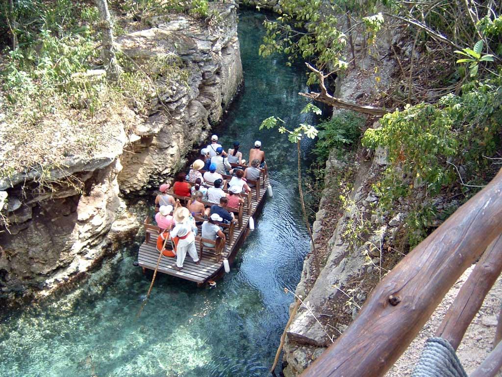 Xcaret, cu barca pe râu
