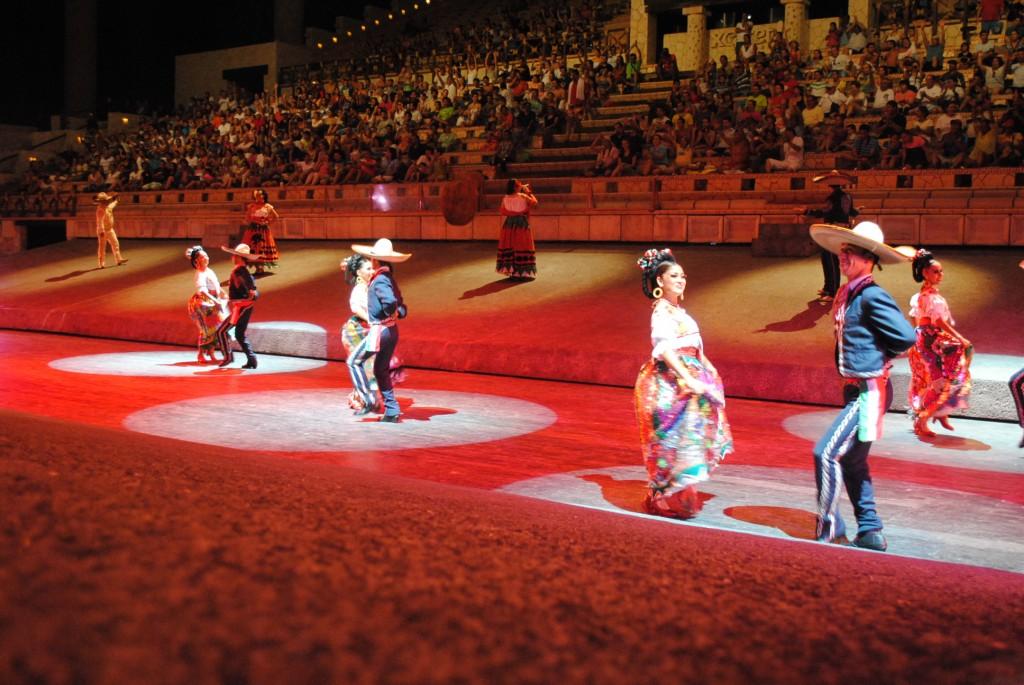 Xcaret, dansuri mexicane