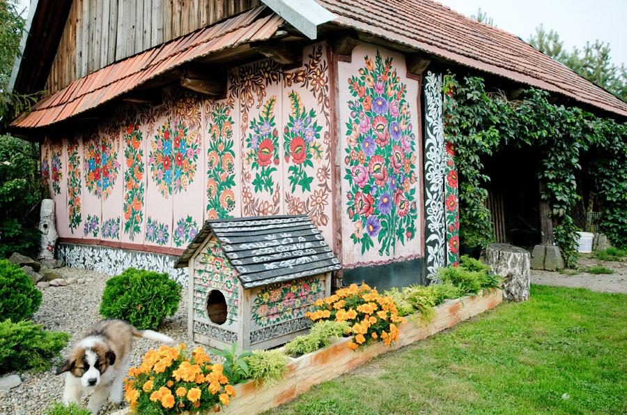 Casă pictată din satul Zalipie, Polonia
