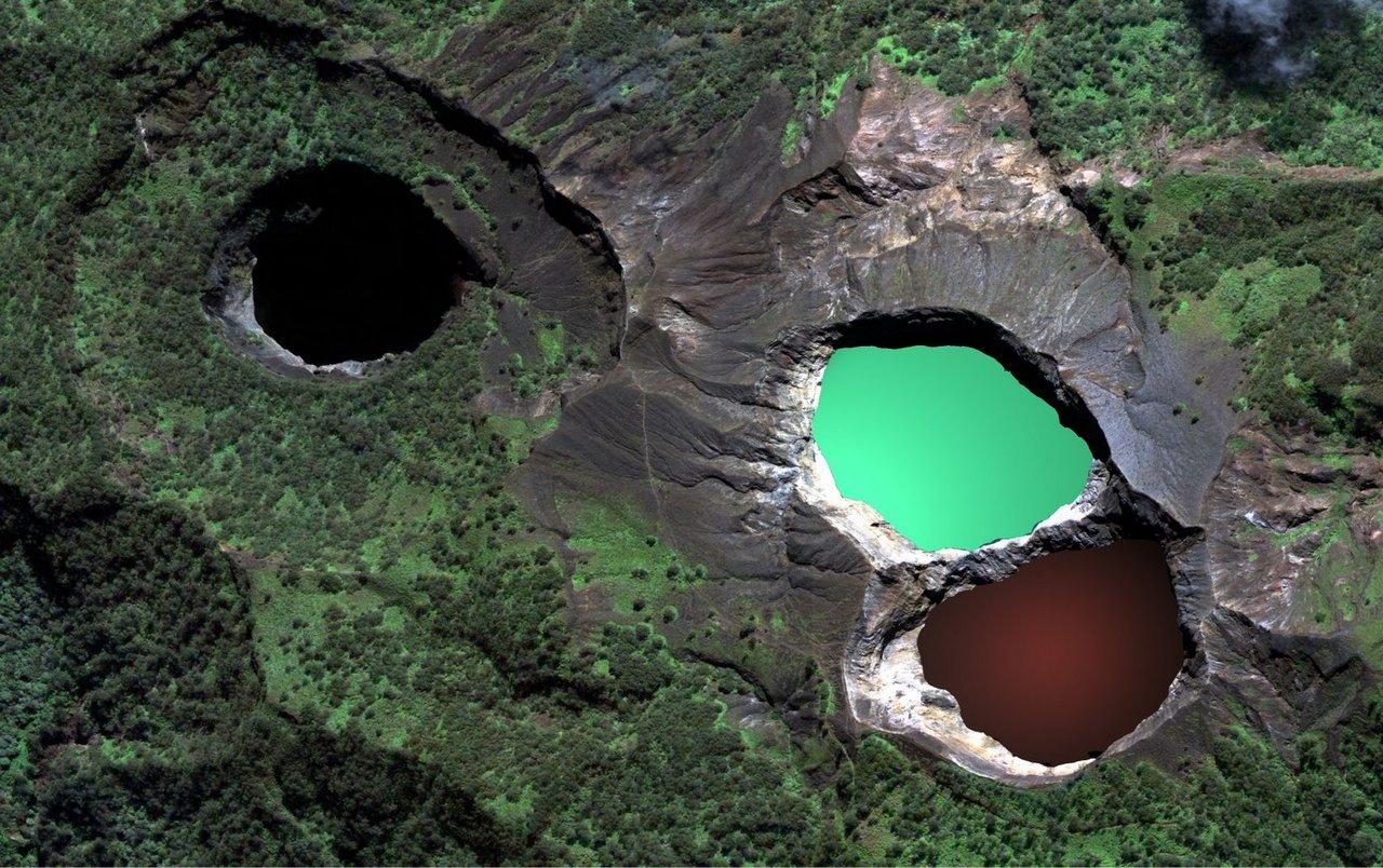 Cele trei lacuri din vulcanul Kelimutu