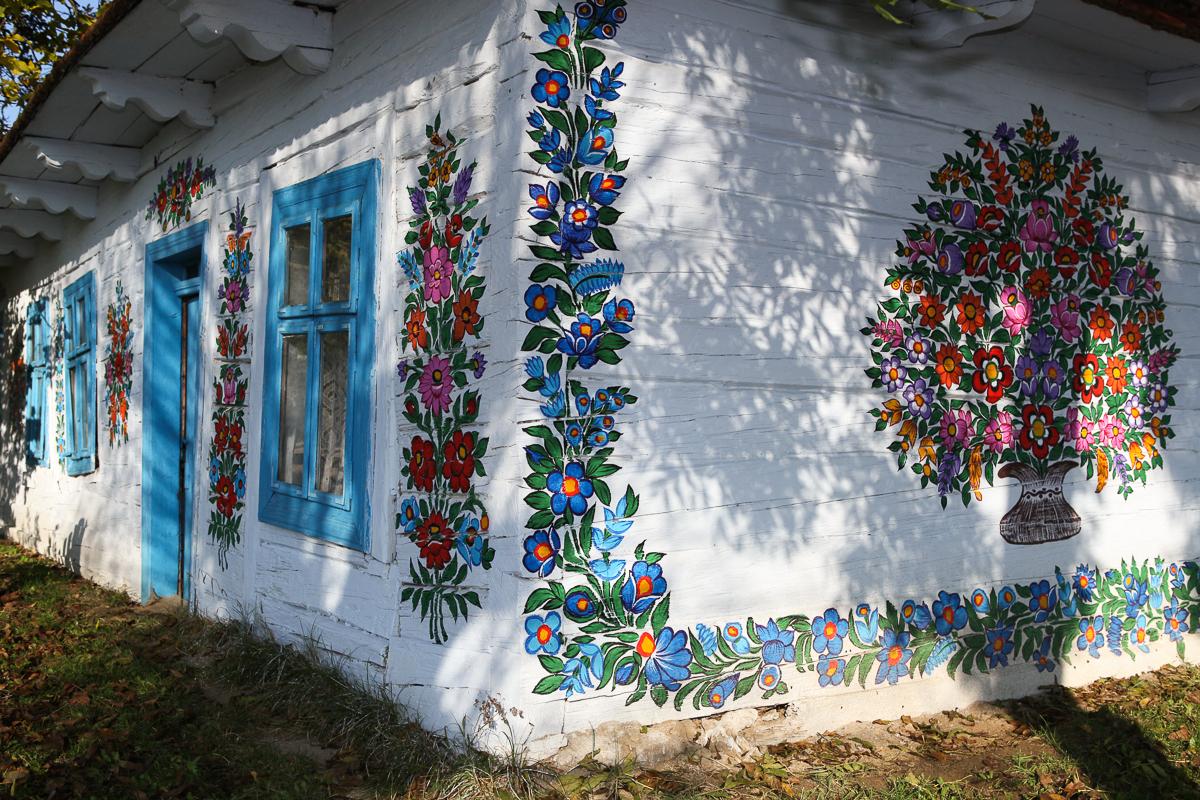 Casă participantă la concursul anual de pictură din sat
