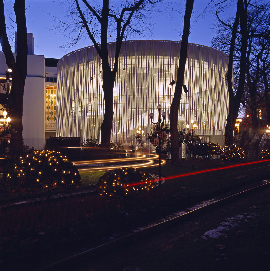 """The Glass Hall Theatre"" , Sala de teatru din sticlă"