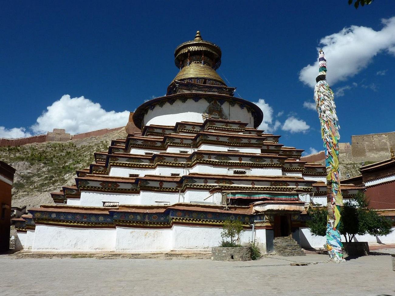 Bodhi Dagoba, cea mai importantă structură din Mănăstirea Palcho