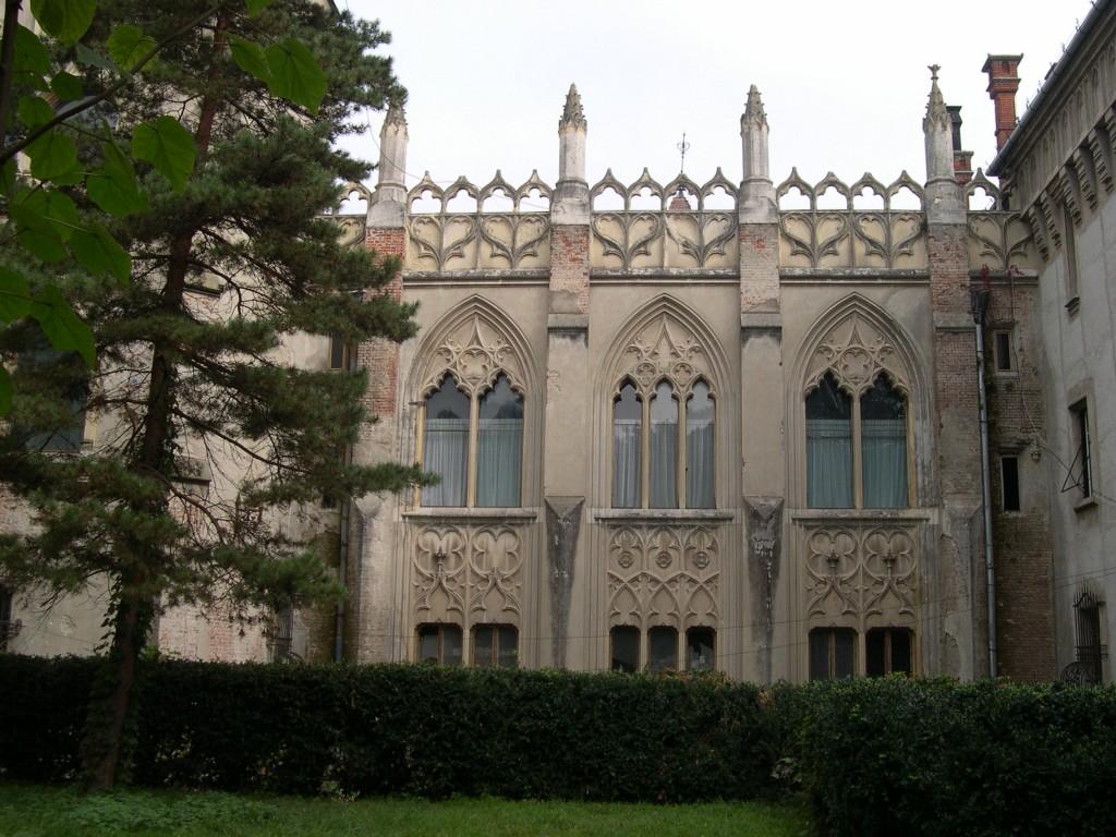 Castelul Karoli, vedere laterală