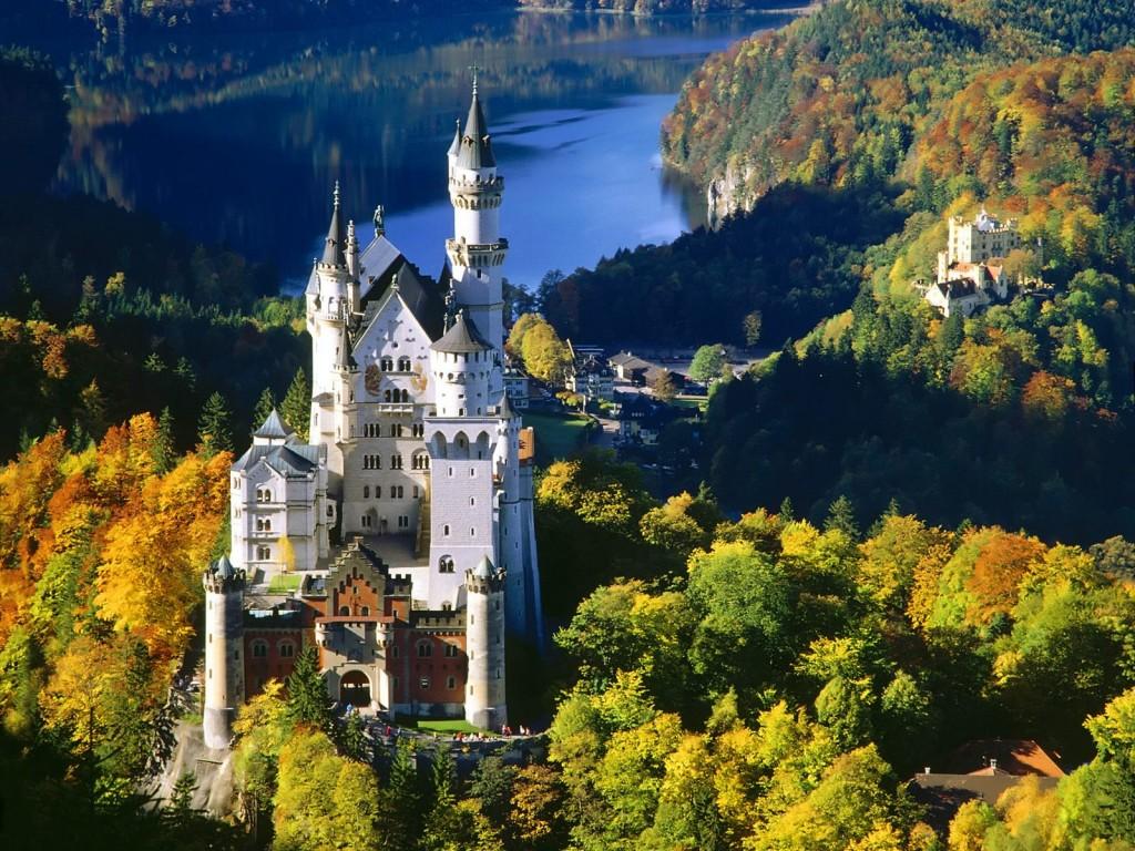 Castelul Neuschwanstein în prag de toamnă