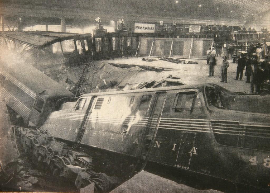 Cel mai grav accident petrecut aici - un tren a intrat în stație și s-a prăbușit prin planșeul gării