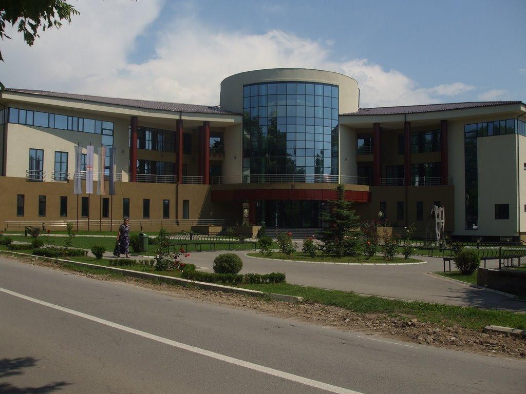 Clădirea modernă a primăriei din Breaza