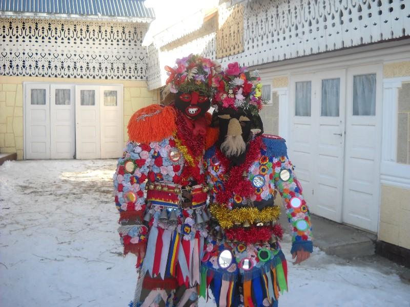 Costumele tinerilor din Ruginoasa sunt o adevărată operă de artă