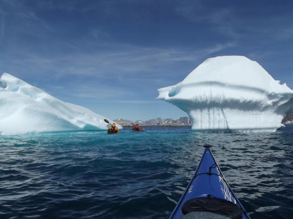 Cu kayak-ul printre ghetari