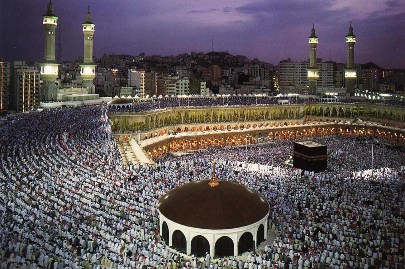 Deşi o mare de musulmani se roagă la Mecca, iată ca ordinea este cuvântul care caracterizează mulţimea