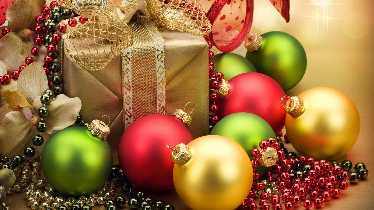Decorațiunile multicolore aduc mai aproape spiritul Crăciunului
