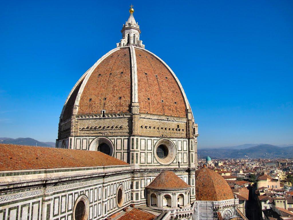 Domul Catedralei Santa Maria del Fiore este cu siguranţă un element distinctiv