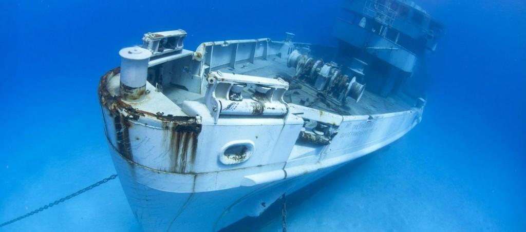 Epavele de pe coastele Insulelor Cayman sunt protejate de lege, fiind așezate acolo pentru dezvoltarea coralilor