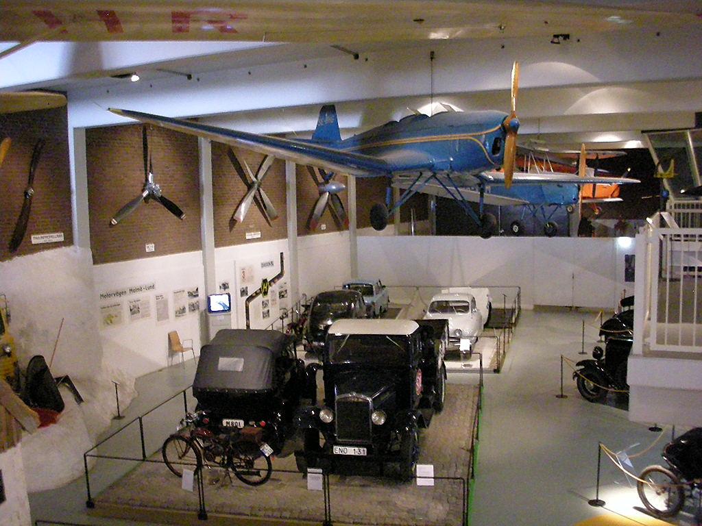 Exponate vechi din Muzeul Maritim şi Tehnologic