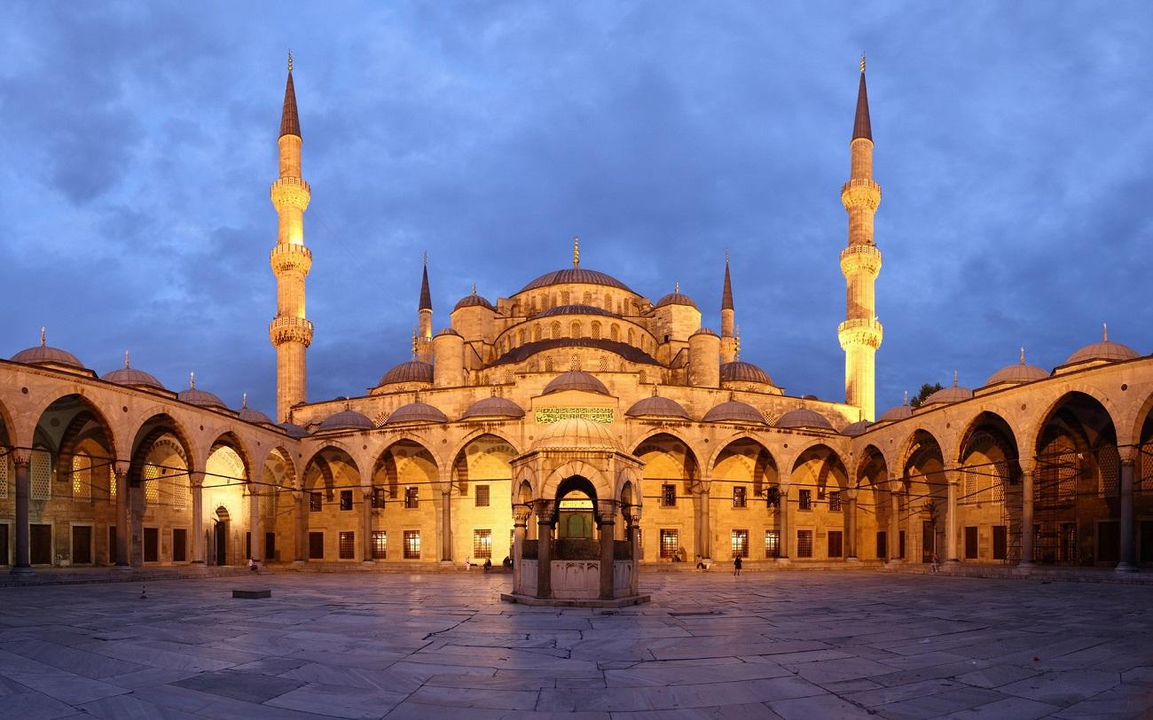 Fântâna din curtea interioară a Moscheei Albastre este un element important în cultura islamică