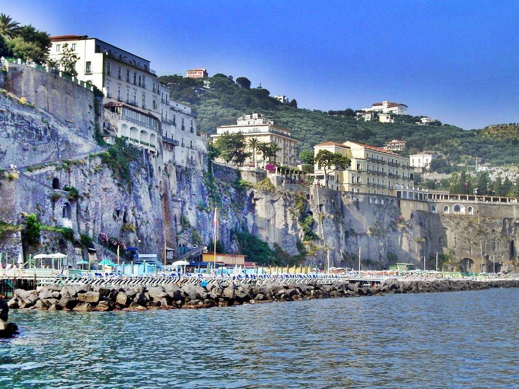 Falezele din Sorrento sunt cea mai bună manieră de relaxare