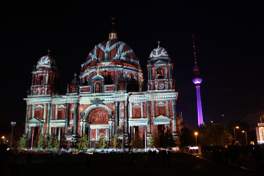 Festivalul Luminilor transformă total Catedrala din Berlin