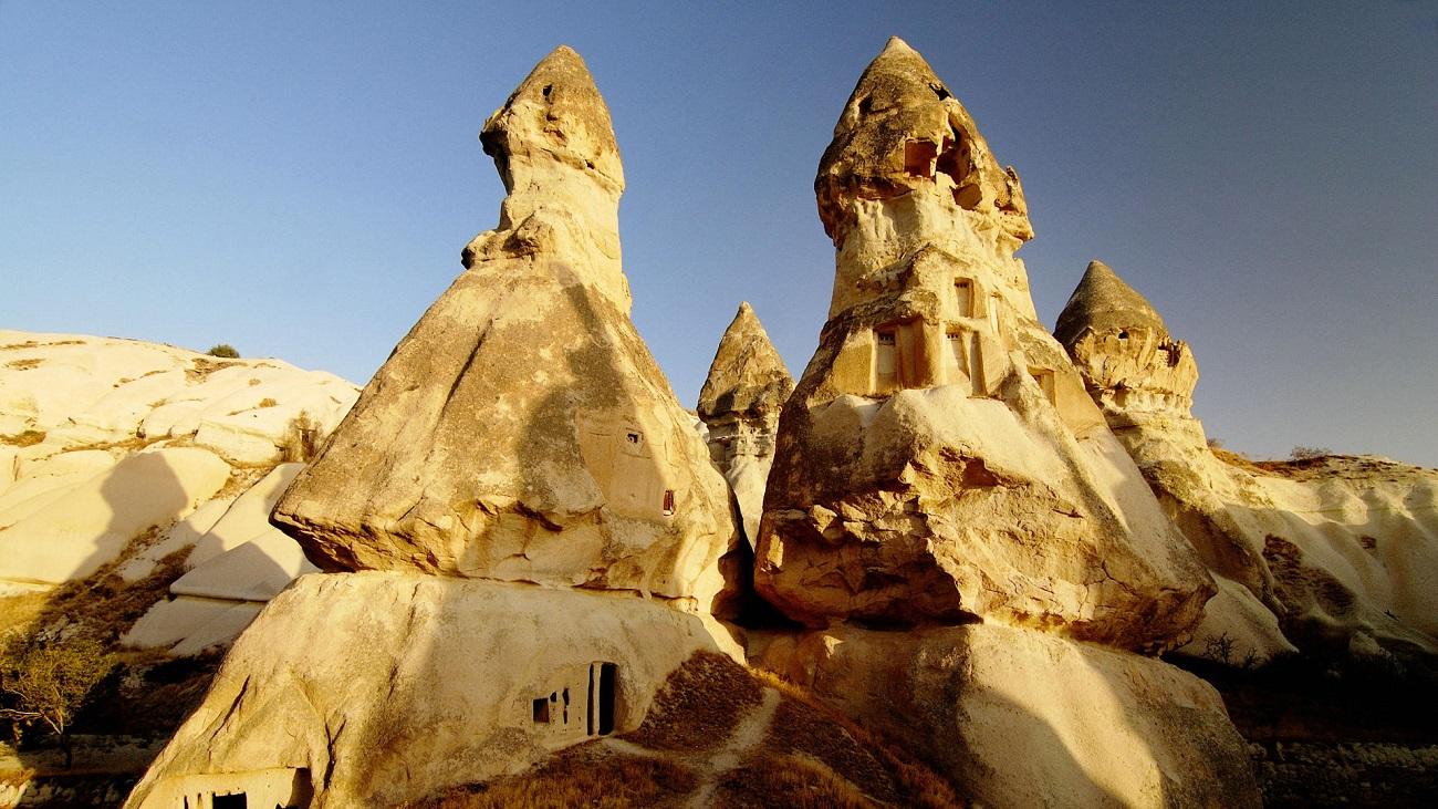 Fiecare rocă din Cappadocia a fost valorificată, fiind transformată în locuinţă